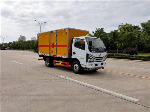 东风小多利卡SDS5075XFWEQ6腐蚀性物品厢式运输车(黄牌柴油)